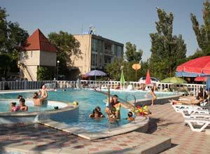 Детский и взрослый бассейны в пансионате семейного типа, Азовское море